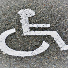 Ciudadanos Alcobendas solicita una ubicación más cercana de las plazas para personas con movilidad reducida del Centro de Salud de Arroyo de la Vega